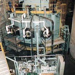 すばる望遠鏡の真空蒸着装置